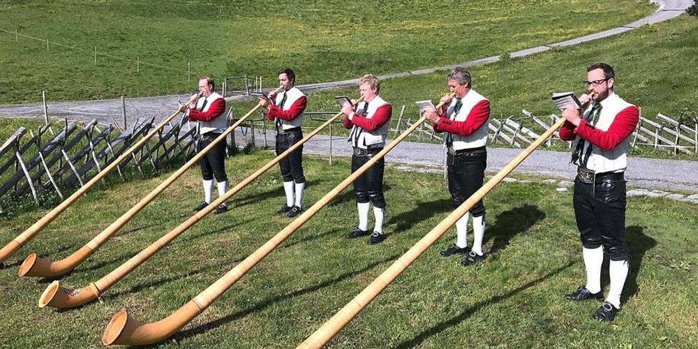 alphorn blowers